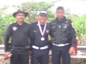 Pol. Jesús García recibiendo medalla