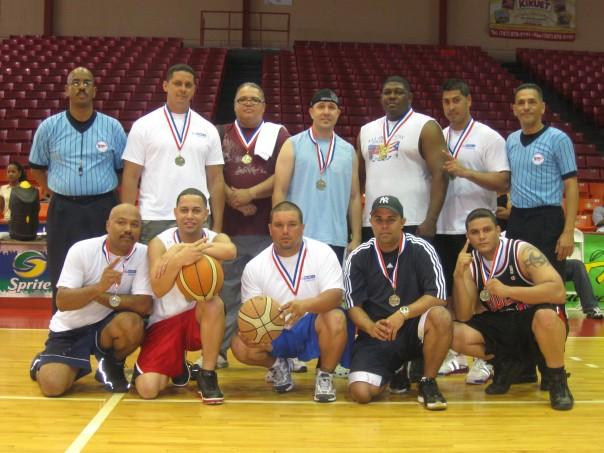 Equipo Campeón de Torneo de Baloncesto Semana de la Policía Municipal de Carolina