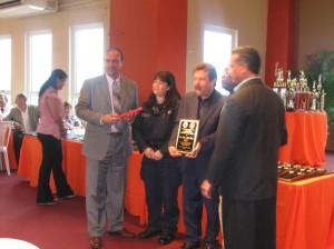 Unidad UPA reconocida como la mejor del año 2008. El Sgto. Davila y la Pol. Marines Ramos recogen el premio