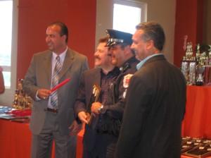 Sgto. Ortiz recogiendo su premio
