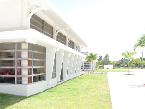 Edificio almacén isla verde